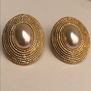 Jewelry - VINTAGE MABE PEARL W/GOLD ROPING PIERCED EARRINGS
